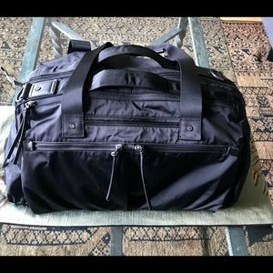 Lululemon duffel exercise travel bag black wmns